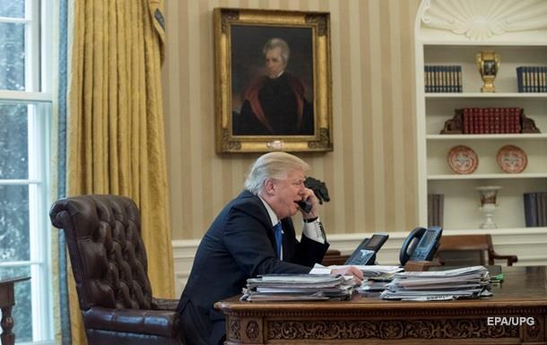 Трамп багато років не користується особистим телефоном