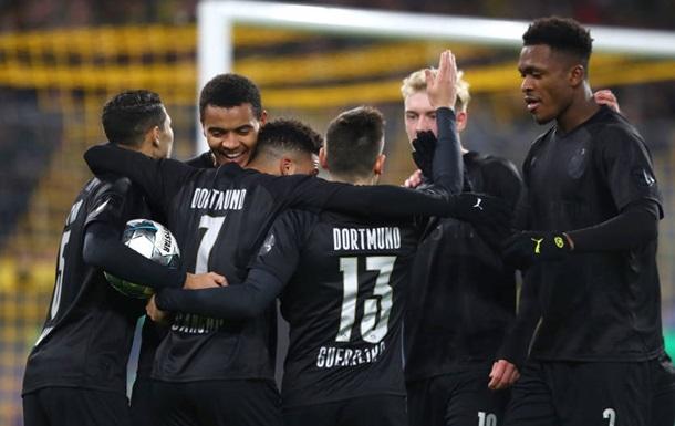Боруссія в честь ювілею клубу зіграла в стильній чорній формі