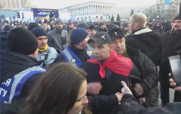 Львівський журналіст намагався влучити яйцем у Порошенка на Майдані