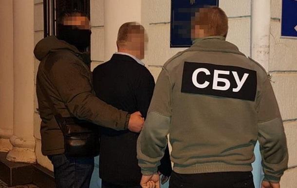 Руководителя таможни на Херсонщине задержали на взятке