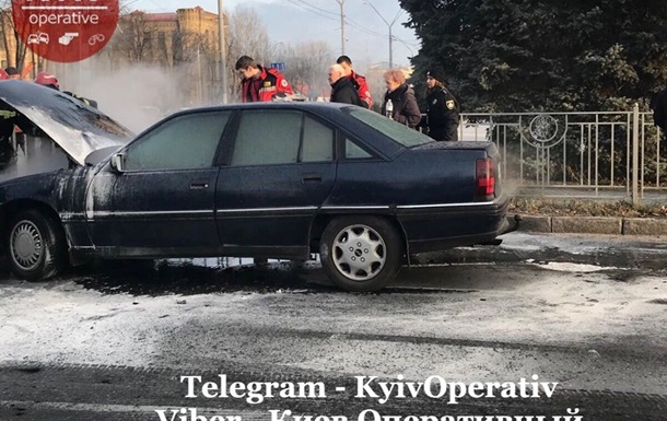 У Києві на ходу загорівся автомобіль