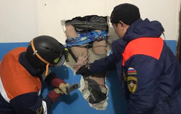 Мужчина упал в шахту вентиляции с 10 этажа и выжил