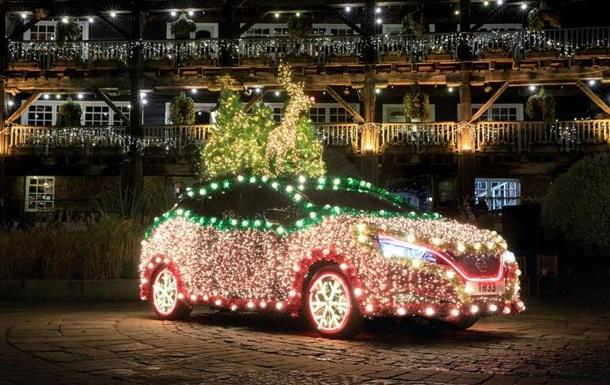 З Nissan Leaf зробили  різдвяну ялинку