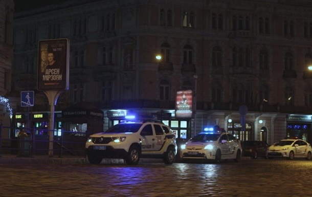 На чердаке СМИ во Львове нашли боевой автомат с глушителем