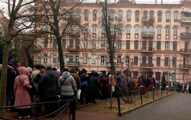 У Києві мітингують проти продовження закону про особливий статус Донбасу