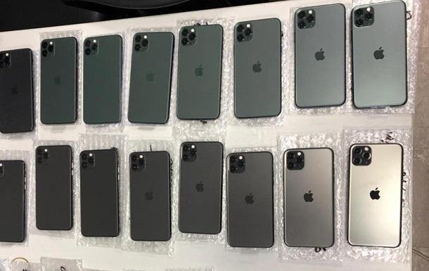 У Борисполі затримали українця з 26 iPhone у штанах