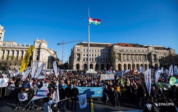 У Будапешті відбулися масові протести проти Орбана через театри