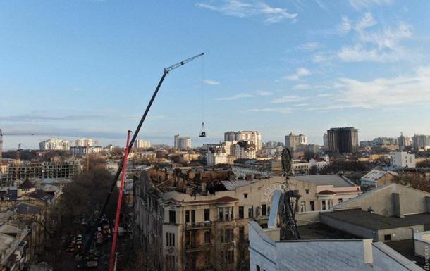 В Одесі повалили частину згорілої будівлі