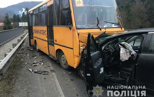 На Львовщине школьный автобус попал в ДТП: травмированы дети