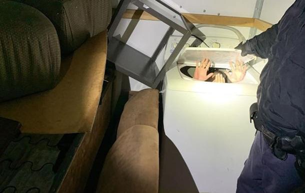 Мигрант из Китая пытался попасть в США в стиральной машине