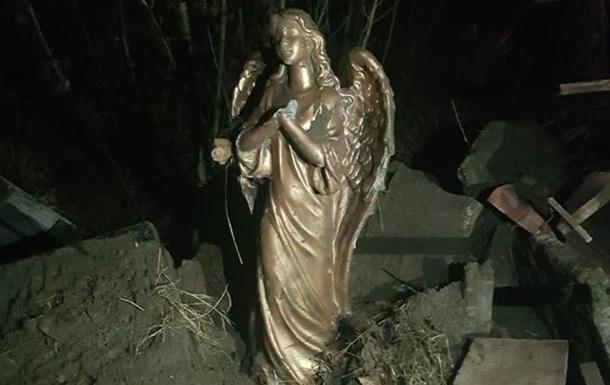Памятник под Киевом демонтировал АТОшник – МВД