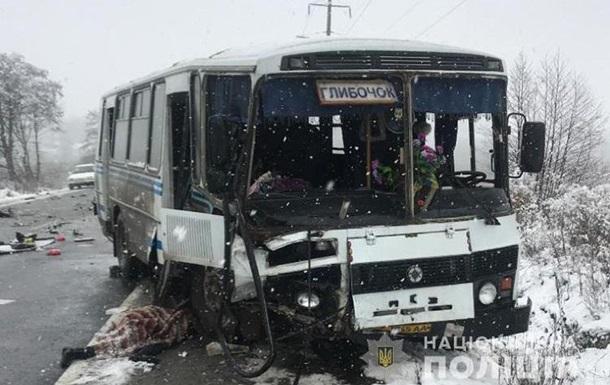 Под Тернополем пенсионерка при ДТП вылетела из автобуса и попала под колеса