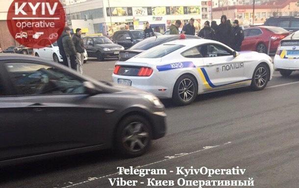 У Києві затримали Mustang в поліцейському розфарбуванні
