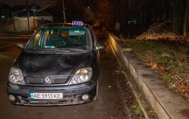 У Дніпрі водій таксі помер в автомобілі