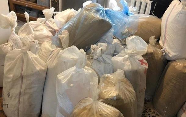 У сім ї на Харківщині знайшли близько 800 кг наркотичної суміші