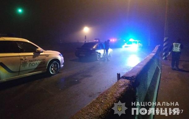 Під Києвом жінка вдарила поліцейського ногою по голові: у нього струс