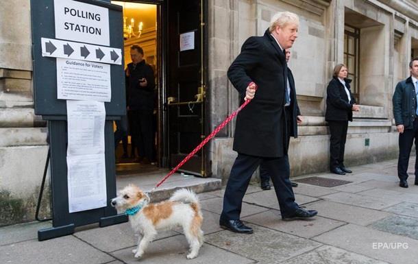 Прем єр Британії Джонсон прийшов на вибори з псом