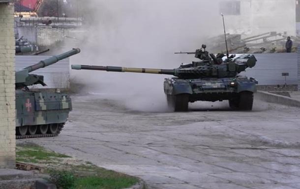 Дрифт українського танка Т-80 потрапив на відео