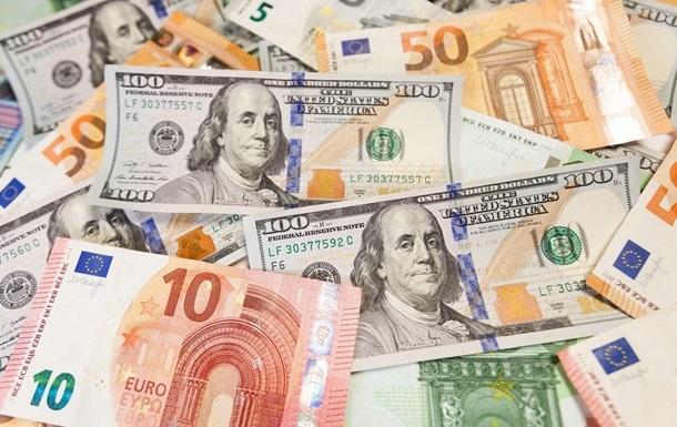 Курс валют: доллар дешевеет, евро дорожает