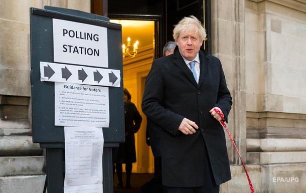 Партия Джонсона лидирует на выборах в Британии − опрос