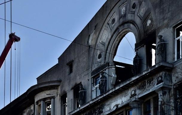 У згорілому коледжі в Одесі демонтували аварійну стіну