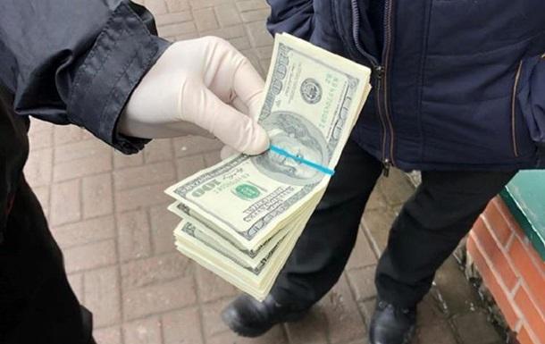 Во Львове полицейский вымогал $4 тысячи у студентов