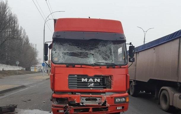 В Киеве фура догнала маршрутку, есть пострадавшие
