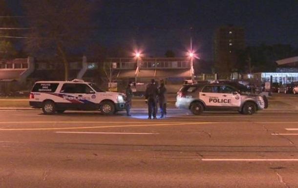 Невідомі відкрили стрілянину по перехожих у Торонто