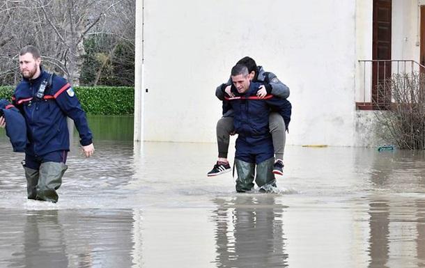 Негода у Франції: знеструмлені тисячі будинків, є жертви