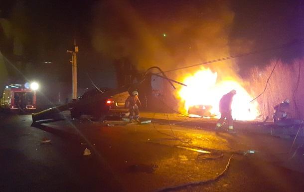Жахлива ДТП в Дніпрі: перехожі витягли водія з палаючого авто