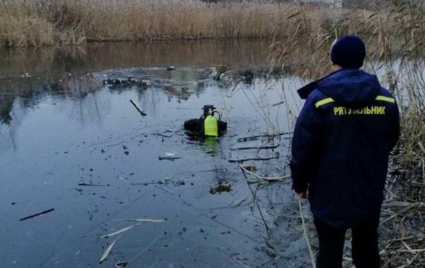 Под Киевом из озера достали два трупа