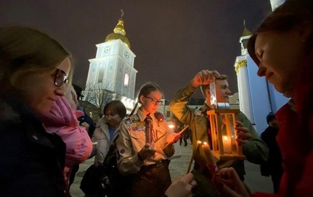 В Україну привезли Вифлеємський вогонь миру