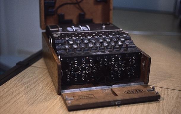 На аукционе продали шифровальную машину Энигма