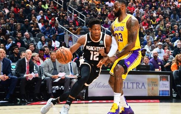 НБА: Атланта дома уступила Лейкерс, Голден Стэйт проиграл Сакраменто