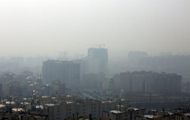В Ірані через смог закрили школи