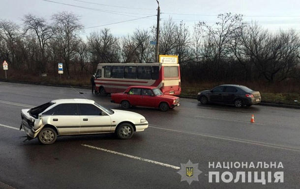 Четыре автомобиля и автобус столкнулись на Донетчине