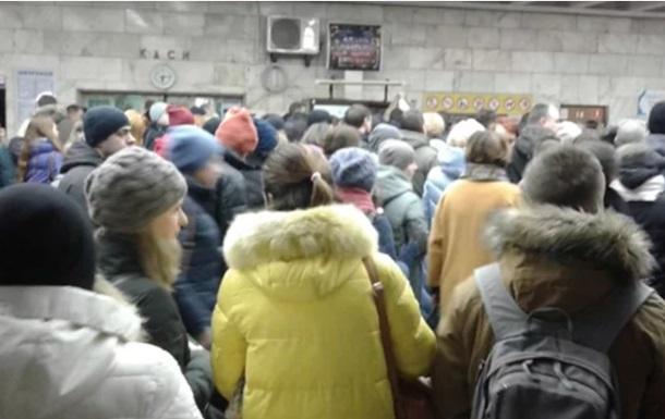 У Києві пасажири метро влаштували масштабний погром