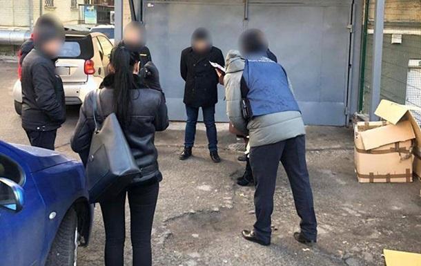 У Києві затримали  спортивного  чиновника на хабарі в 100 тисяч