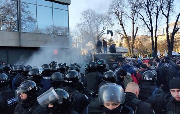 Столкновения под Радой: пострадали полицейские