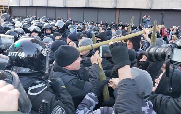 Поліція знесла намет протестувальників під Радою