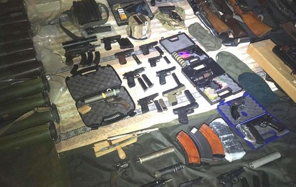 У жителя Ровно обнаружили 10 тысяч единиц оружия и боеприпасов