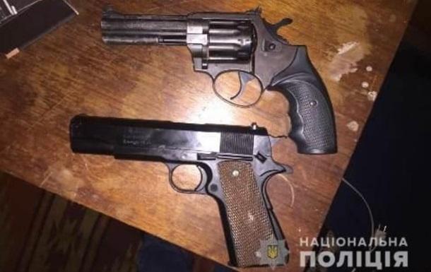 Стрілянина під Києвом: у чоловіка вдома знайшли арсенал зброї