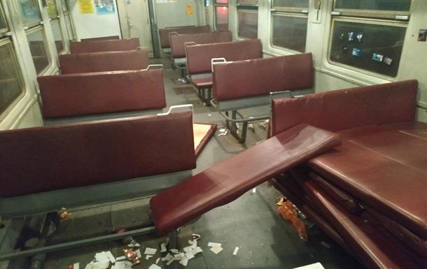 Футбольні вболівальники розгромили вагон у поїзді Ніжин - Київ