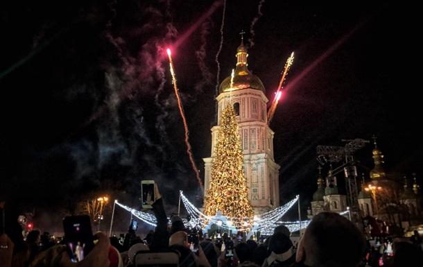 В центре Киева зажгли главную елку страны