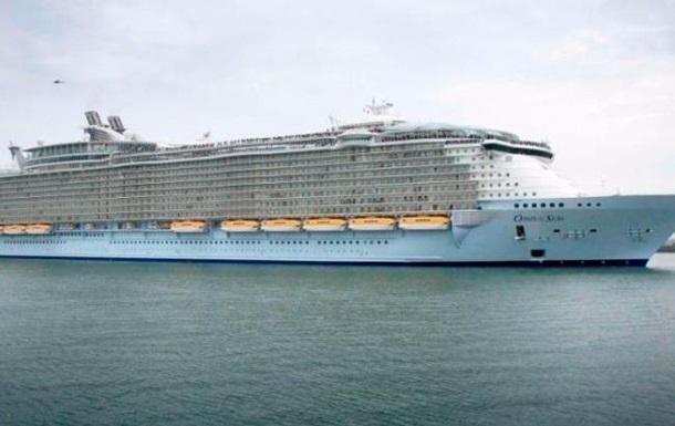 В мексиканском порту столкнулись два лайнера