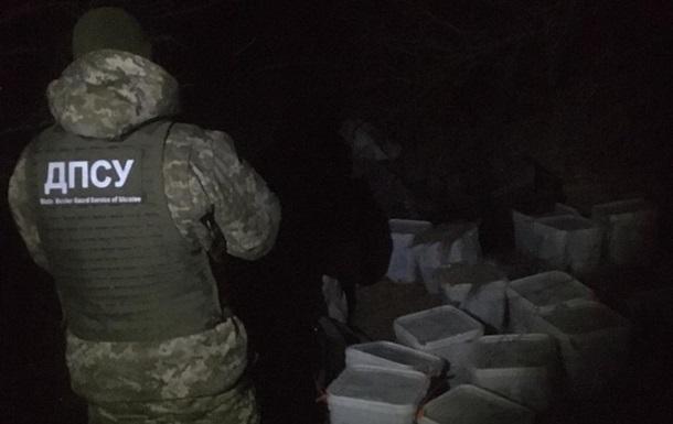 На границе изъяли почти 700 кило красной икры из России