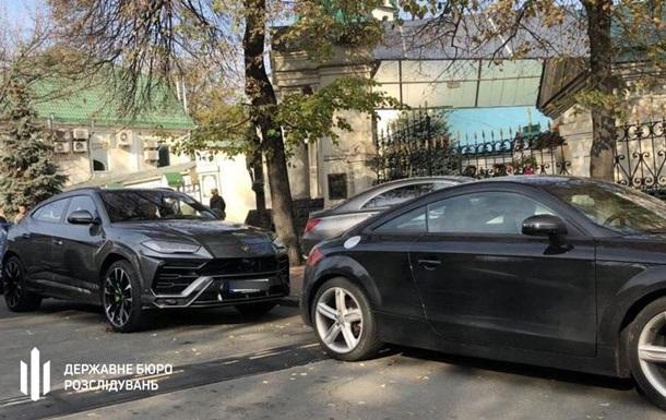 ГБР арестовало шесть элитных авто экс-нардепа