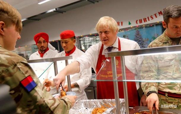 Борис Джонсон пригостив військових обідом в Естонії