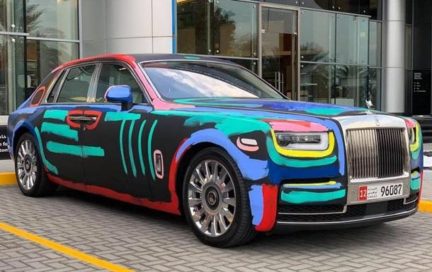 Новый Rolls-Royce Phantom раскрасили граффити