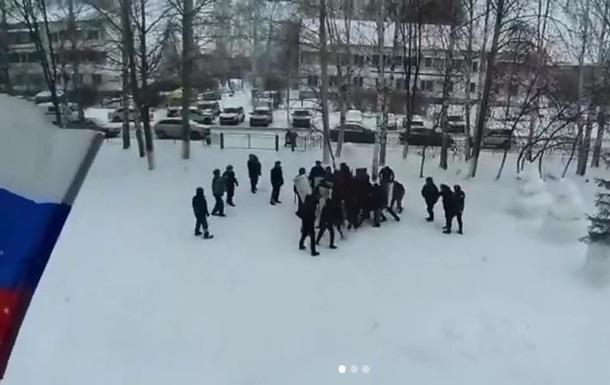Силовики отработали разгон митинга на школьниках